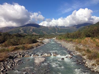 長野の白馬村を流れる松川。