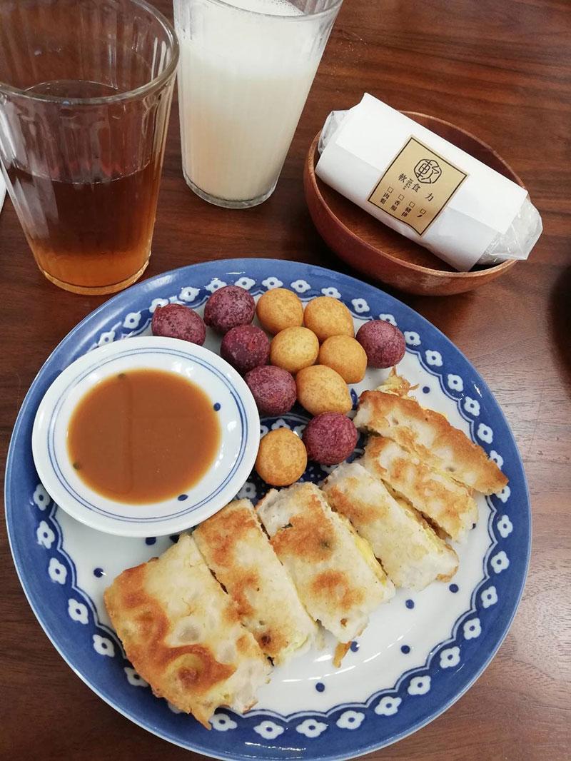 蛋餅,ダンビン,軟食力,SoftPower,六張犁,台湾,朝ごはん,飯糰,おにぎり,豆漿