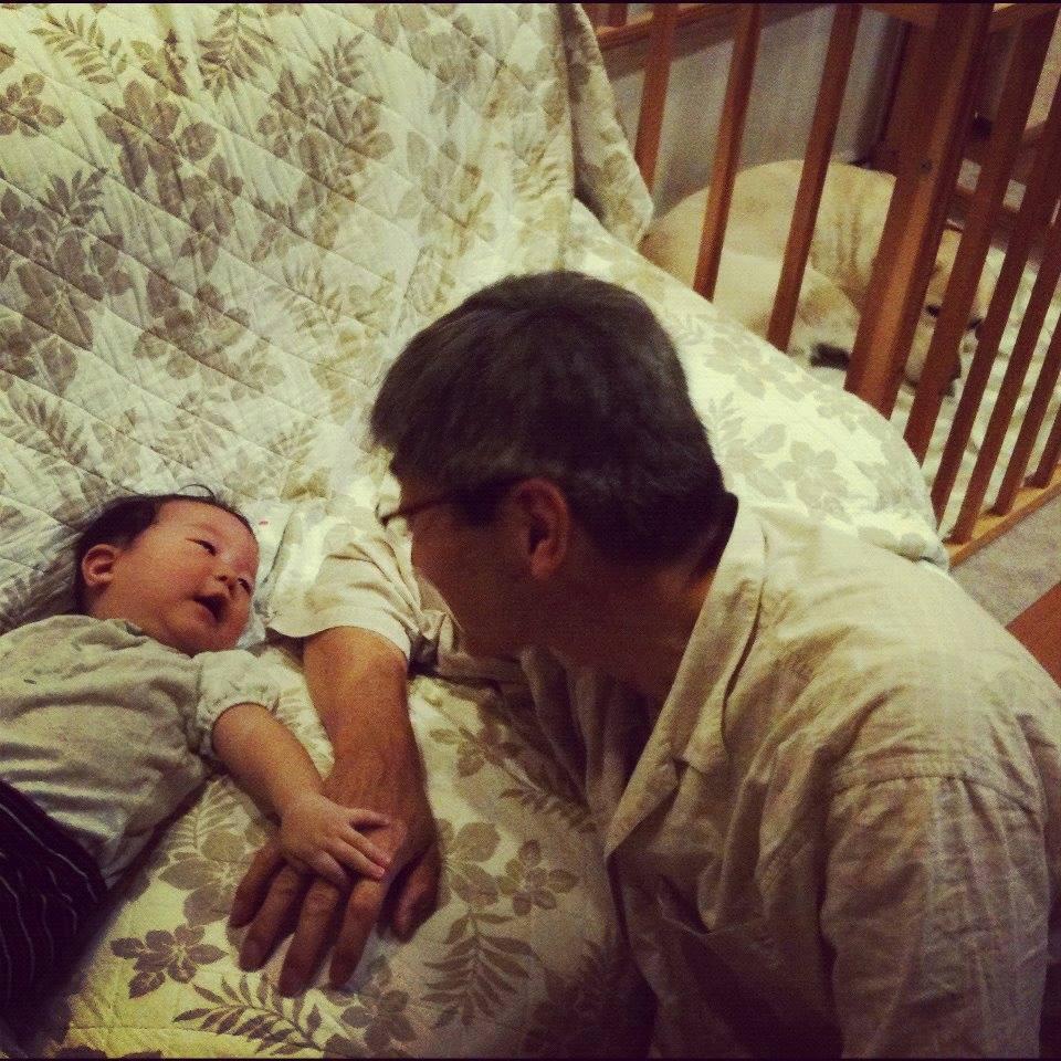 生後半年、夏休みに日本に帰って父に初めて会った時。 6個月的時候,回去日本第一次見到我爸爸。