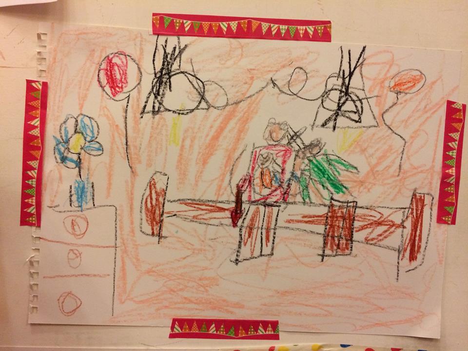 5歳の時に描いた絵。弟が生まれたという幸せいっぱいな絵を描いてくれました。私に相手がいなかったので、父親たる人が描かれていないんですけれども笑 5歲的時候他畫了有一天他有弟弟的畫面。應該是因為那時候我沒有對象,所以畫面沒有畫到爸爸(哈哈