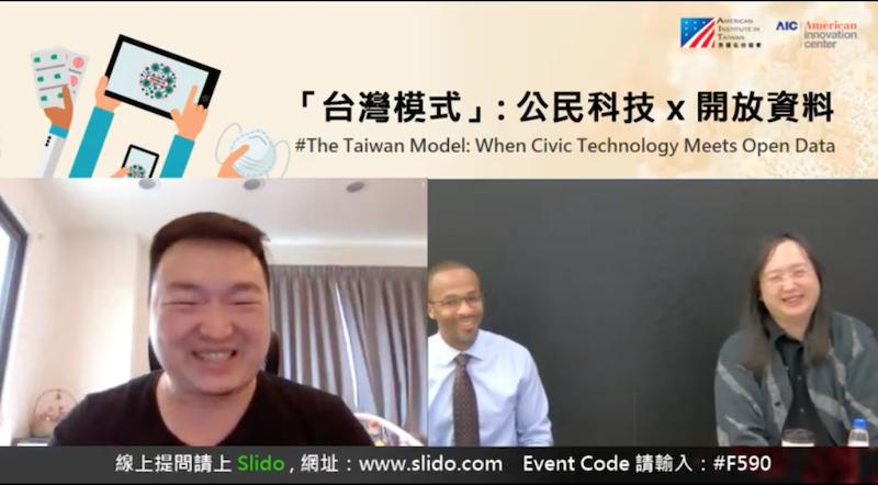 台湾のマスク在庫マップを作った民間のエンジニア「好想工作室」のHoward氏とオードリー・タン氏。