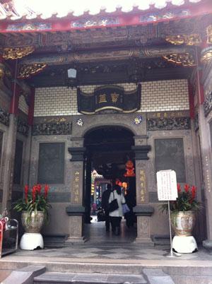 龍山寺 入り口